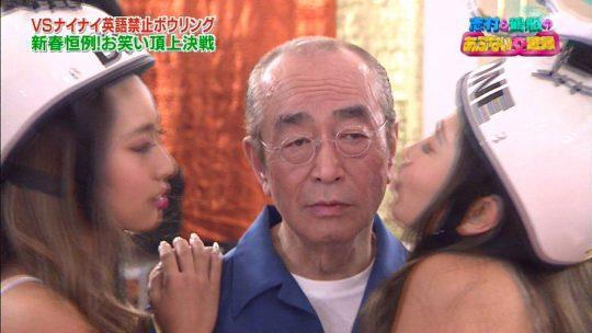 【悲報】正月エロ番組でAV女優に顔舐めされてる巨匠、志村の顔ワロタwwwwwwwwwwwwwwww(画像多数)・15枚目