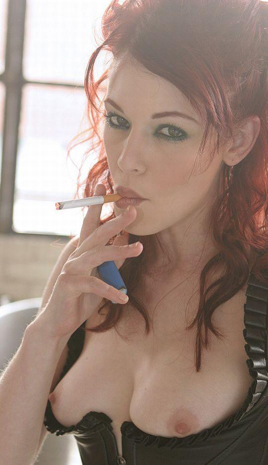 【画像あり】煙草スパスパ吸いながらおっぱい丸出しで誘ってくる低能女wwwwwwwwwwwww(画像30枚)・26枚目