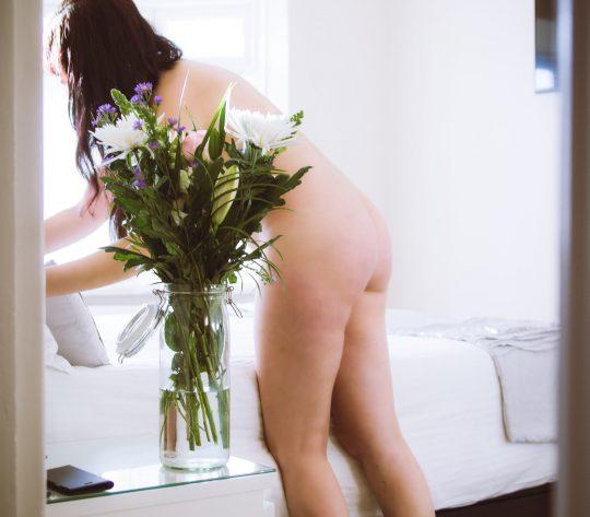【変態紳士】英国で全裸の清掃業者が話題に!時給6000円で写真撮影やおさわり禁止 ※当店は風俗ではありませんwwwwww(画像あり)・1枚目