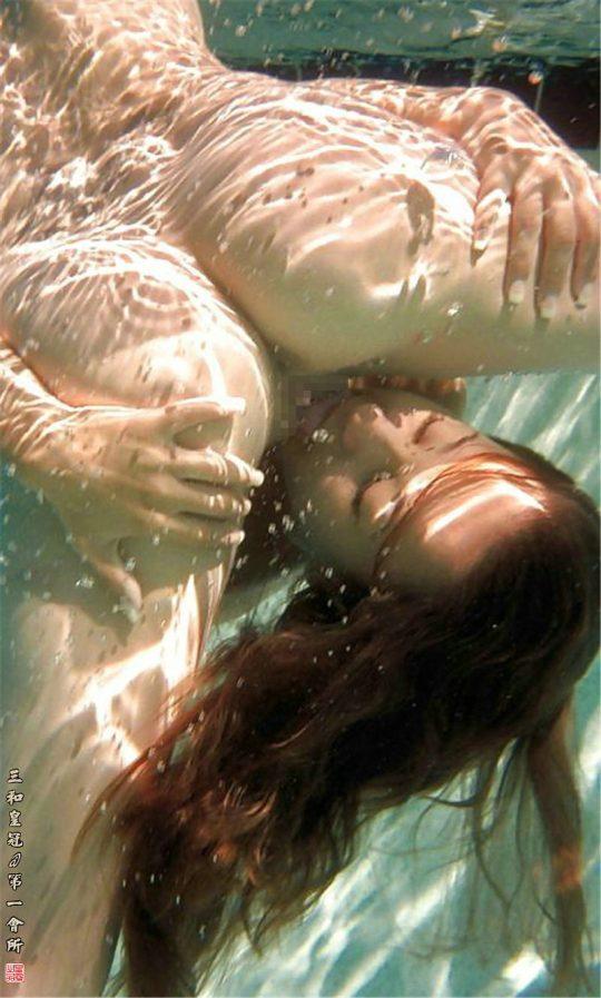 """【※危険プレイ】""""水中クンニ""""とかいう完全に男を殺しにかかっててるプレイwwwwwwwwwwwwwwwwwww(画像あり)・18枚目"""