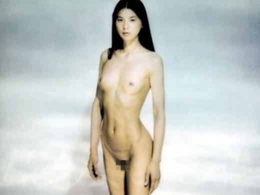(チクビあり)芸能界を引退する江角マキコさんのパンツ丸見え~ぬーど写真集(26枚)