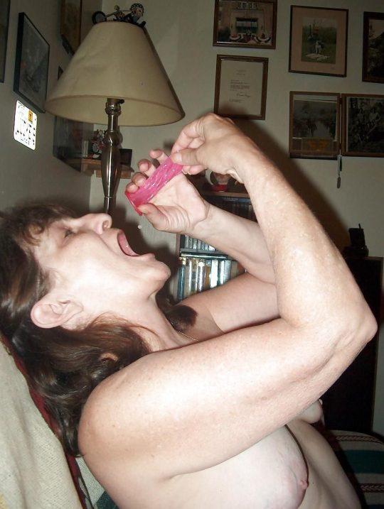 """【閲覧注意】セックス後の賢者タイムにコレ見せられたら吐き気を催す""""ゴム舐め""""画像、、これはぐぅ萎える。。。(画像あり)・19枚目"""