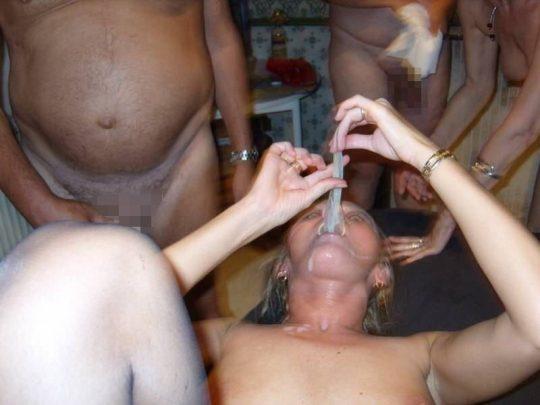 """【閲覧注意】セックス後の賢者タイムにコレ見せられたら吐き気を催す""""ゴム舐め""""画像、、これはぐぅ萎える。。。(画像あり)・30枚目"""