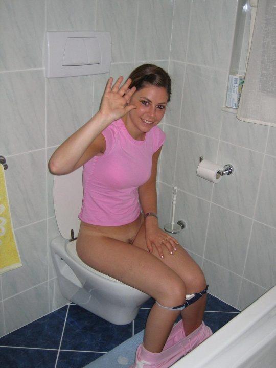 【悪ノリ注意】外国人ま〜んさんのトイレのドアをノックせずに開けた結果wwwwwwwwwwwwwww(画像あり)・6枚目