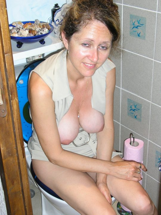 【悪ノリ注意】外国人ま〜んさんのトイレのドアをノックせずに開けた結果wwwwwwwwwwwwwww(画像あり)・8枚目