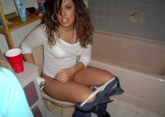 【悪ノリ注意】外国人ま〜んさんのトイレのドアをノックせずに開けた結果wwwwwwwwwwwwwww(画像あり)・22枚目