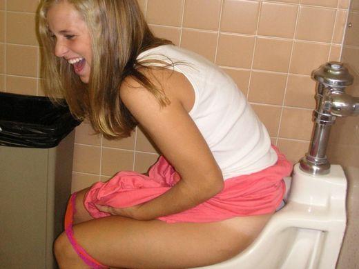 (悪イケイケ注意)外国人ま〜んさんのトイレのドアをノックせずに開けた結果wwwwwwwwwwwwwwwwwwwwwwwwwwwwww(写真あり)