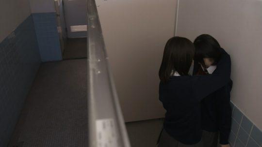 【画像多数】深夜ドラマ「クズの本懐」でJK同士のレズセックス&手マンキタ━━━━ヽ(゚∀゚ )ノ━━━━!!!!(キャプ画像63枚)・20枚目