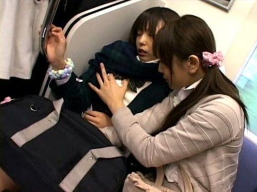 満員電車で隣が女性だからって油断してはいけない・・・(画像あり)