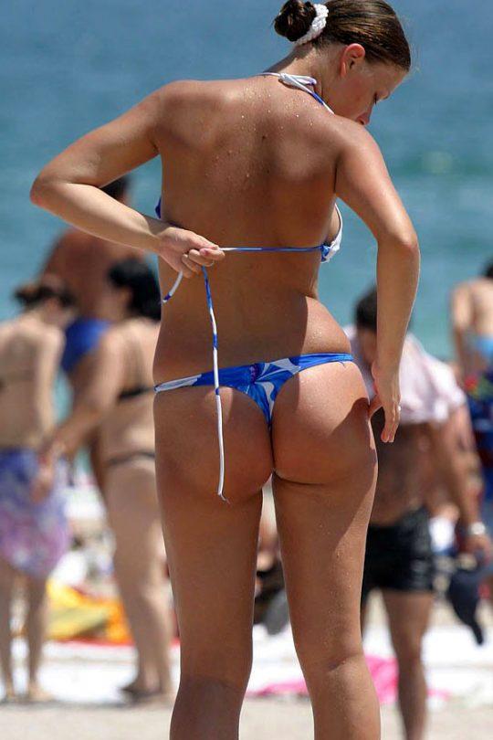 【ほぼ露出狂】外国人まんさんの流行水着が・・・日本だと猥褻物陳列罪にあたる模様wwwwwwwwwww(画像あり)・29枚目
