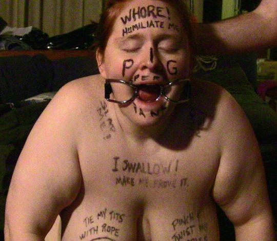 【メス豚】海外の奴隷まんさん、こんな扱いされても案外楽しそうでワロタwwwwwwwwwww(画像30枚)・15枚目