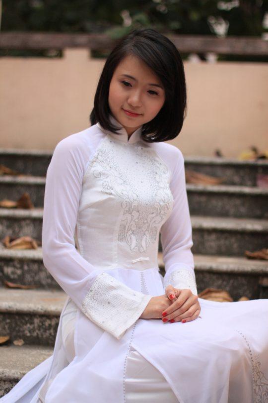 """【伝統】ベトナムの""""アオザイ""""とかいう民族衣装スケルトン具合が桁外れwwwwwwwwwwww(画像あり)・2枚目"""