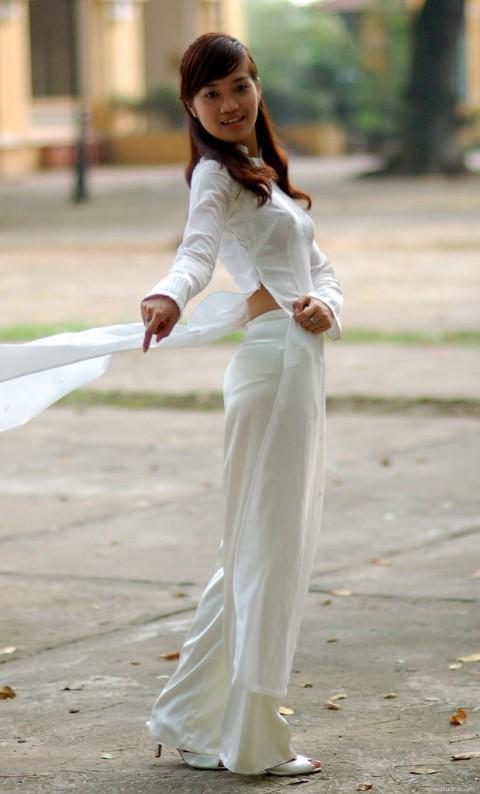 """【伝統】ベトナムの""""アオザイ""""とかいう民族衣装スケルトン具合が桁外れwwwwwwwwwwww(画像あり)・5枚目"""