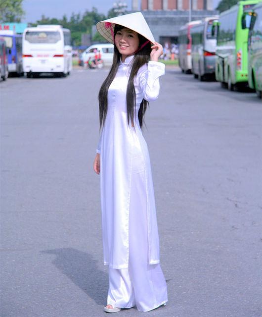 """【伝統】ベトナムの""""アオザイ""""とかいう民族衣装スケルトン具合が桁外れwwwwwwwwwwww(画像あり)・9枚目"""