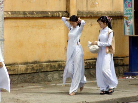 """【伝統】ベトナムの""""アオザイ""""とかいう民族衣装スケルトン具合が桁外れwwwwwwwwwwww(画像あり)・11枚目"""