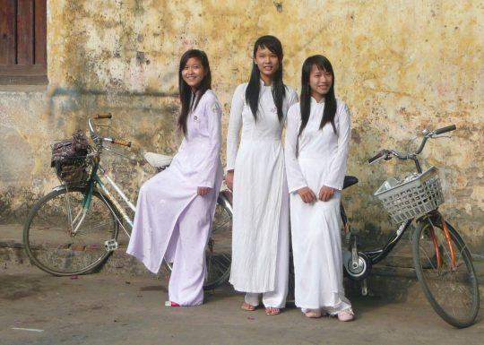 """【伝統】ベトナムの""""アオザイ""""とかいう民族衣装スケルトン具合が桁外れwwwwwwwwwwww(画像あり)・12枚目"""