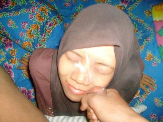 【※死刑確定】肌の露出がバレたら絞首刑のイスラムまんさん、案外楽しそうにハメ撮りを晒すwwwwwwwwwww(画像あり)・11枚目