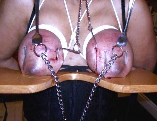 【※閲覧注意】ワイ将、外人ガチ勢のSMを探すも拷問レベルばかりでチンコ縮み上がる。。。(画像30枚)・13枚目