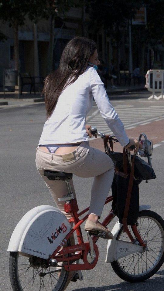 【ほぼ露出狂】日本でもチョット前まではこんな痴女みたいなファッションの女がその辺ウロウロしてたよなwwwwwwww(画像30枚)・20枚目