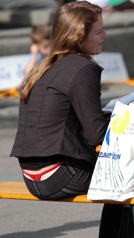 【ほぼ露出狂】日本でもチョット前まではこんな痴女みたいなファッションの女がその辺ウロウロしてたよなwwwwwwww(画像30枚)・30枚目
