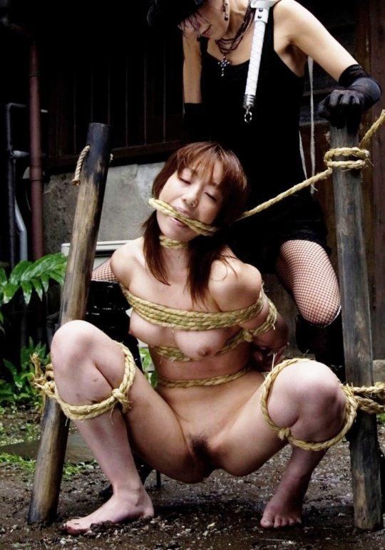 【胸糞】性奴隷として売られた女性をご覧下さい、人権も糞も無くてさすがのワイも勃起出来ん・・・・・(画像130枚)・32枚目