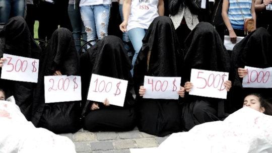 【胸糞】性奴隷として売られた女性をご覧下さい、人権も糞も無くてさすがのワイも勃起出来ん・・・・・(画像130枚)・43枚目