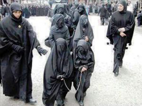 【胸糞】性奴隷として売られた女性をご覧下さい、人権も糞も無くてさすがのワイも勃起出来ん・・・・・(画像130枚)・54枚目