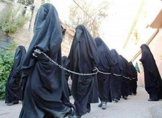 【胸糞】性奴隷として売られた女性をご覧下さい、人権も糞も無くてさすがのワイも勃起出来ん・・・・・(画像130枚)・55枚目