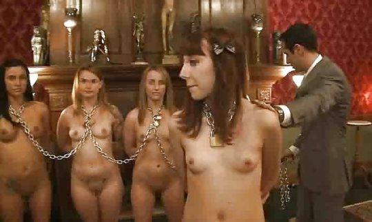 【胸糞】性奴隷として売られた女性をご覧下さい、人権も糞も無くてさすがのワイも勃起出来ん・・・・・(画像130枚)・78枚目