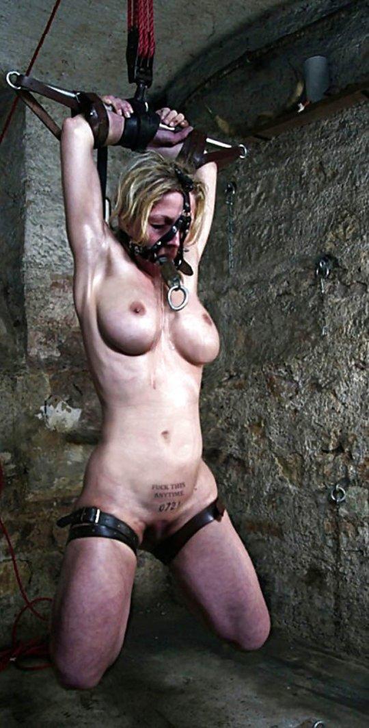 【胸糞】性奴隷として売られた女性をご覧下さい、人権も糞も無くてさすがのワイも勃起出来ん・・・・・(画像130枚)・96枚目