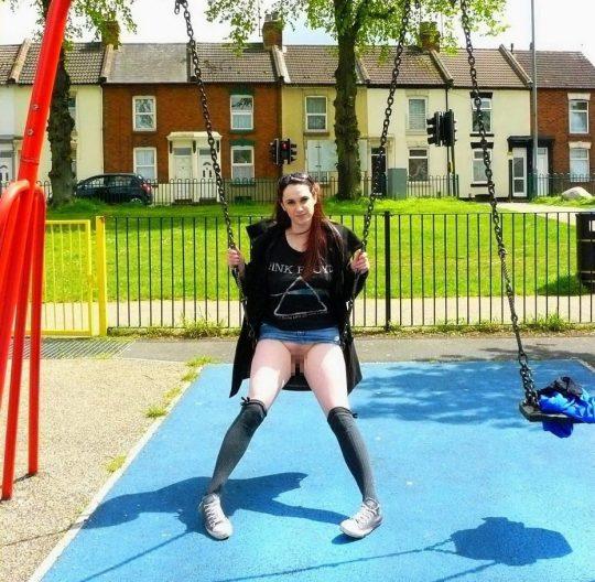 【露出狂注意】どこでも裸になる陽気な外人まんさん、子供が遊ぶ公園ですら手加減無しでワロタwwwwwwww(画像30枚)・10枚目