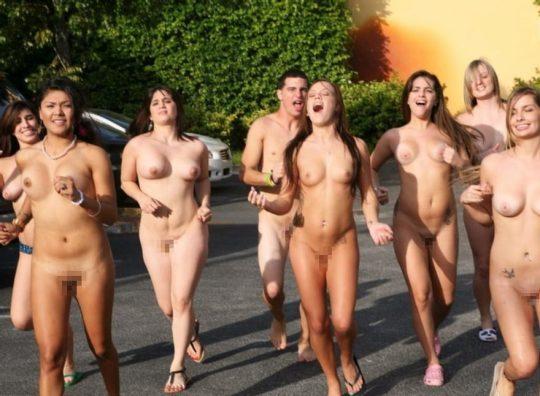【オープンエロス文化】ワイ将こういう全裸イベントが余裕で開催される外国文化が羨まし過ぎて咽び泣く。。。(画像30枚)・3枚目