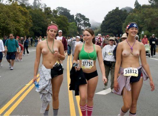【オープンエロス文化】ワイ将こういう全裸イベントが余裕で開催される外国文化が羨まし過ぎて咽び泣く。。。(画像30枚)・28枚目