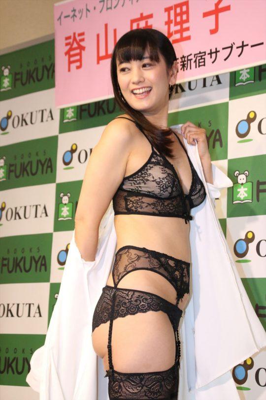 【ガイジ】元女子アナの脊山麻理子さん、とんでもない下着姿でイベントに登場するwwwwwwwwwwww(画像多数)・2枚目