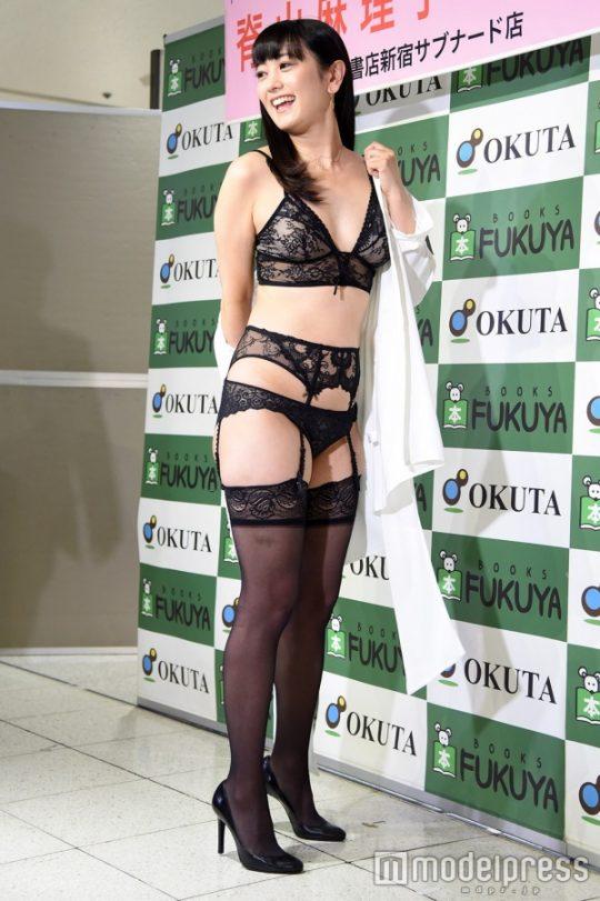 【ガイジ】元女子アナの脊山麻理子さん、とんでもない下着姿でイベントに登場するwwwwwwwwwwww(画像多数)・20枚目