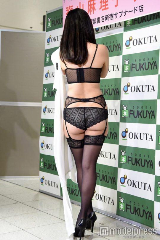 【ガイジ】元女子アナの脊山麻理子さん、とんでもない下着姿でイベントに登場するwwwwwwwwwwww(画像多数)・21枚目