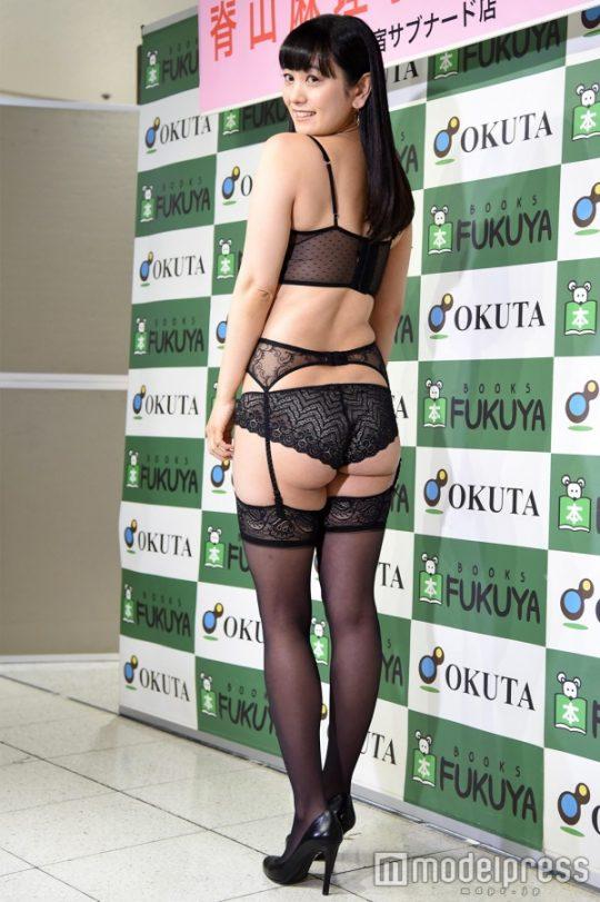 【ガイジ】元女子アナの脊山麻理子さん、とんでもない下着姿でイベントに登場するwwwwwwwwwwww(画像多数)・23枚目