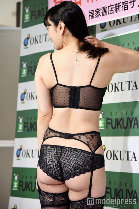 【ガイジ】元女子アナの脊山麻理子さん、とんでもない下着姿でイベントに登場するwwwwwwwwwwww(画像多数)・24枚目