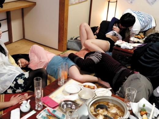 女は酔わせてハメるに限る!!!酒の席でハメられてる女たちの画像集(25枚)