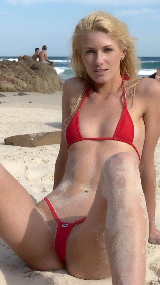 【ほぼヌード】非ヌーディストビーチで普通に見かける外人まんさんの水着が冒険し過ぎでワロタwwwwwwwwww(画像あり)・24枚目