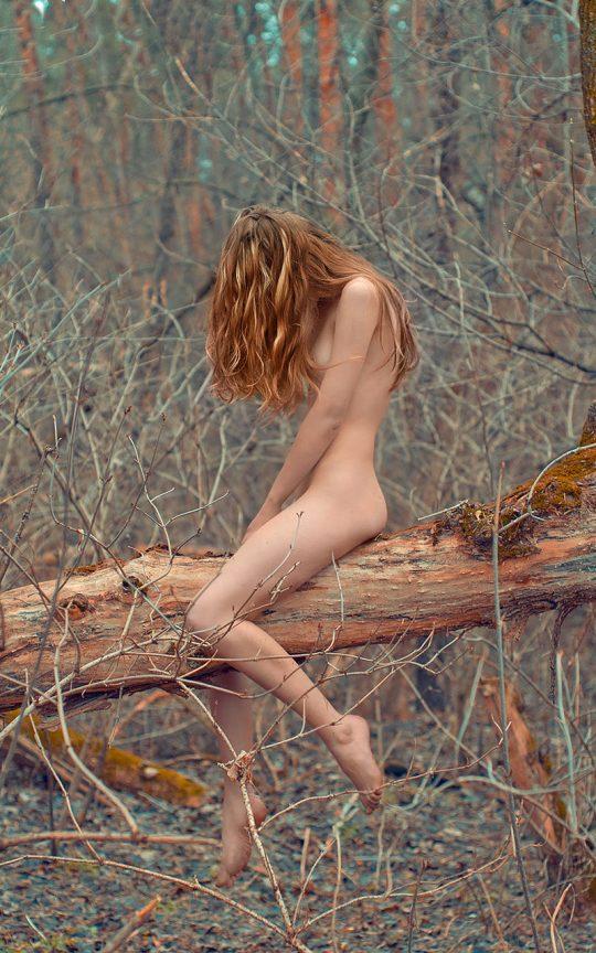 【もはや芸術】まるで風景画・・・日本人中年カップルの野外露出とはレベルが違い過ぎる外人まんさんの大自然ヌード!(画像30枚)・23枚目
