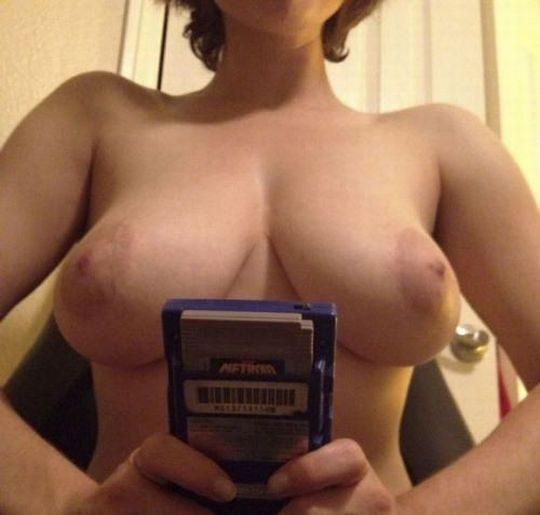 【解放感】一人でゲームする時も全裸な女wwwwwwwwwwwwwwwwwwwwwwwwwwww(画像30枚)・14枚目