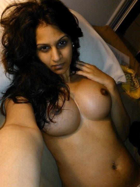 【美形多数】インド人まんさん、欧米移住からカースト脱出すると何故かすぐ裸を晒す説wwwwwwwwww(画像30枚)・17枚目