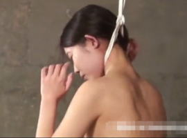 【エログロ】首吊りして激しくケイレンする全裸美女…これヤバくね?