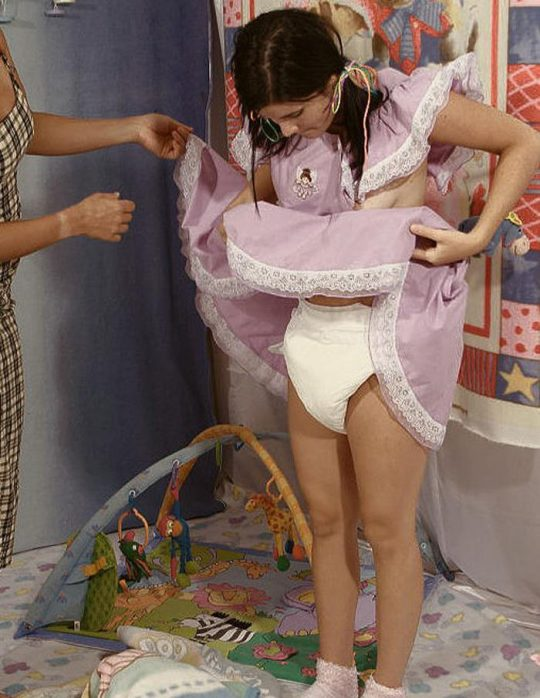 【変態速報】赤ちゃんプレイ好きな外人まんさん、清々しい程のド変態っぷりでワロタwwwwwwwwwwww(画像30枚)・5枚目