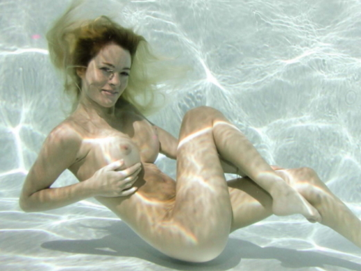 【水中ヌード】水の中で裸を撮ったらアートになるという不思議wwwwwwwwwwwwwww(画像31枚)