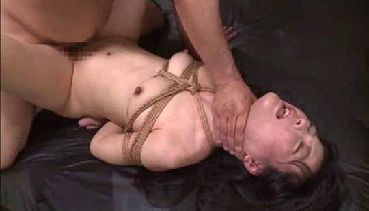 【自己責任】首絞めセックスのAVに影響されたワイのトッモ、昨日普通に逮捕されててワロタwwwwwwwwwww(画像30枚)・7枚目