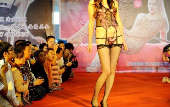 【土人文化】中国人の下着ファッションショー、マン毛処理の概念が無かった結果wwwwwwwwwwwwwwwww(画像30枚)・5枚目