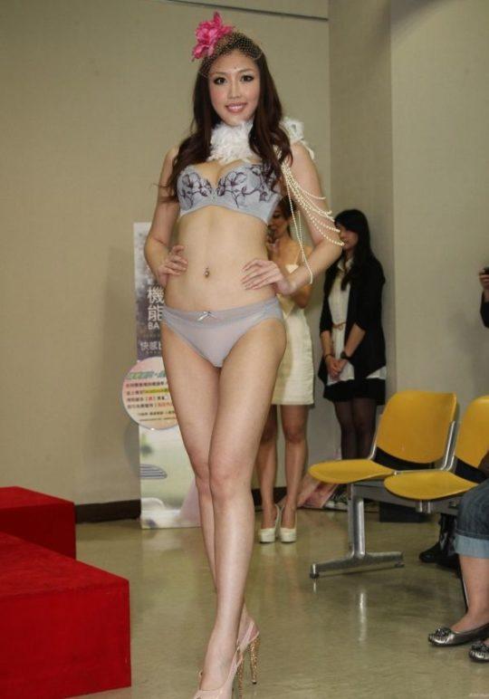 【土人文化】中国人の下着ファッションショー、マン毛処理の概念が無かった結果wwwwwwwwwwwwwwwww(画像30枚)・20枚目