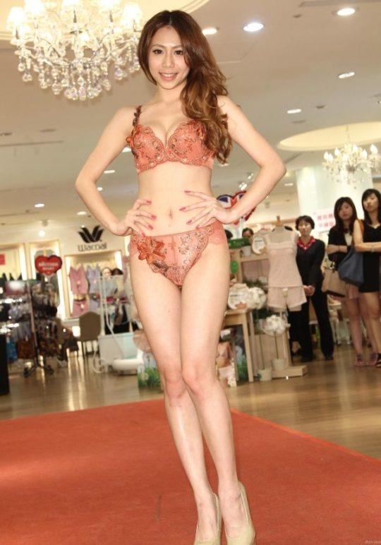 【土人文化】中国人の下着ファッションショー、マン毛処理の概念が無かった結果wwwwwwwwwwwwwwwww(画像30枚)・23枚目